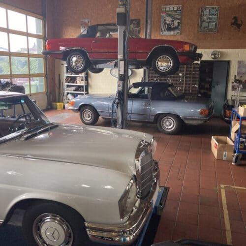 Kamps Classics - Werkstattservice Einblick, Mercedes auf Hebebühne