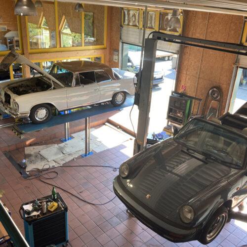 Kamps Classics - Werkstattservice Mercedes und Porsche auf Hebebühnen